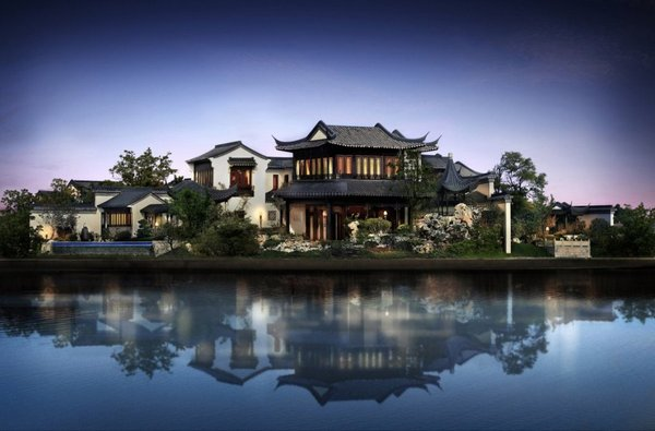This is Taohuayuan. The record-breaking home is surrounded by Dushu Lake and covers a staggering 1,663 acres.
